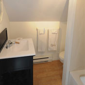 Ensuite bathroom - The Suite